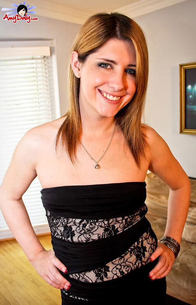 Amy Doing A Hot Striptease Then Cumin!