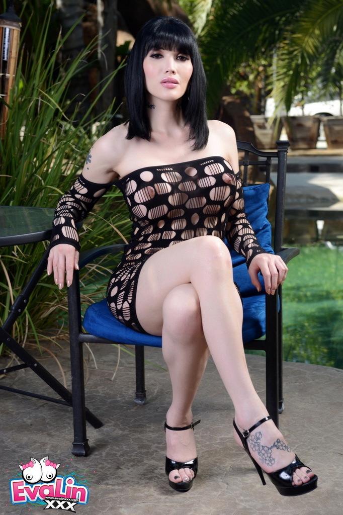 Arousing Eva Strips Plays In The Garden