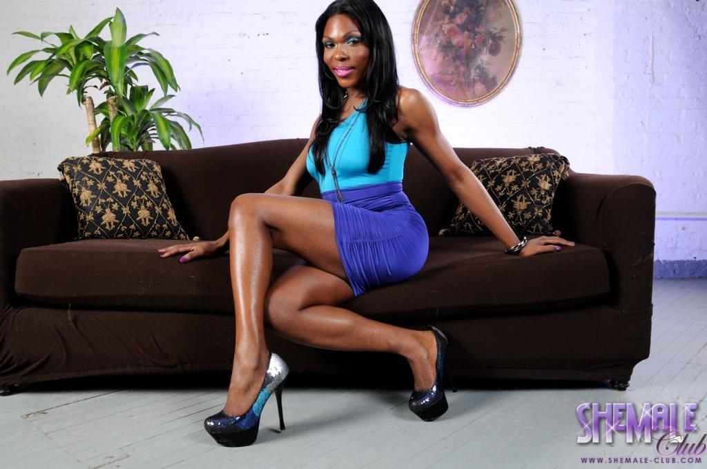 Attractive Gabrielle Posing Her Massive Black Cock