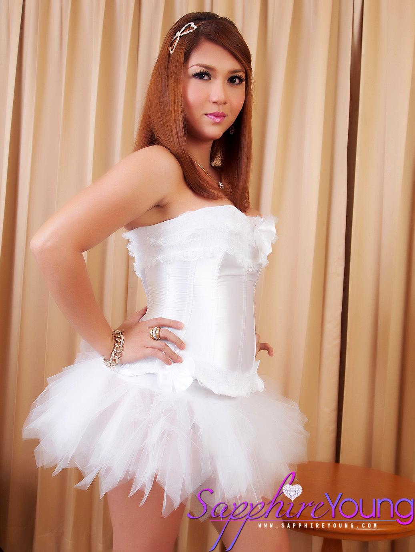 Feminine Thai Trans Girl Is A Steamy Ballerina