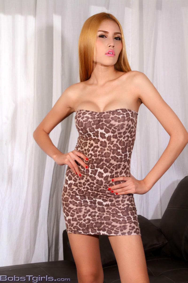 Honey Wanking In Leopard Skirt