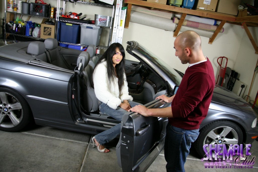 Jessica Seducing A Mechanic With Her Raw Tool