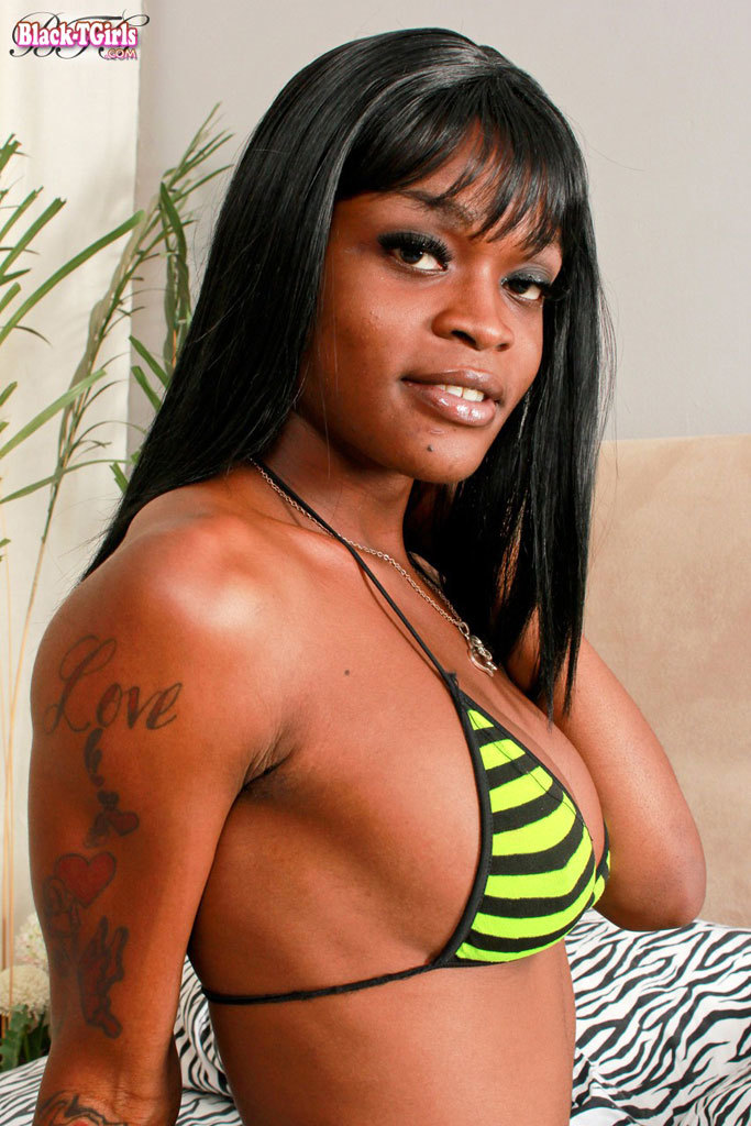 Nasty Ebony Tranny!