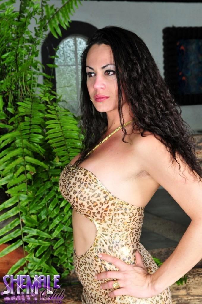 Pretty Hottie Rabeche Rayale Posing