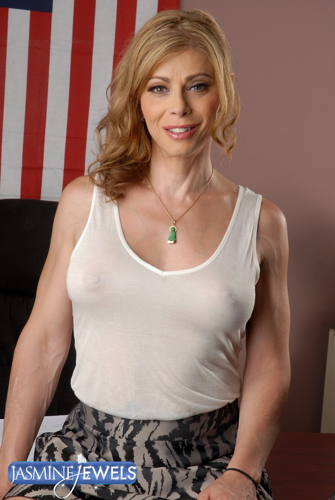 Provocative TMILF Jasmine Jewels Posing In A Wet T Shirt