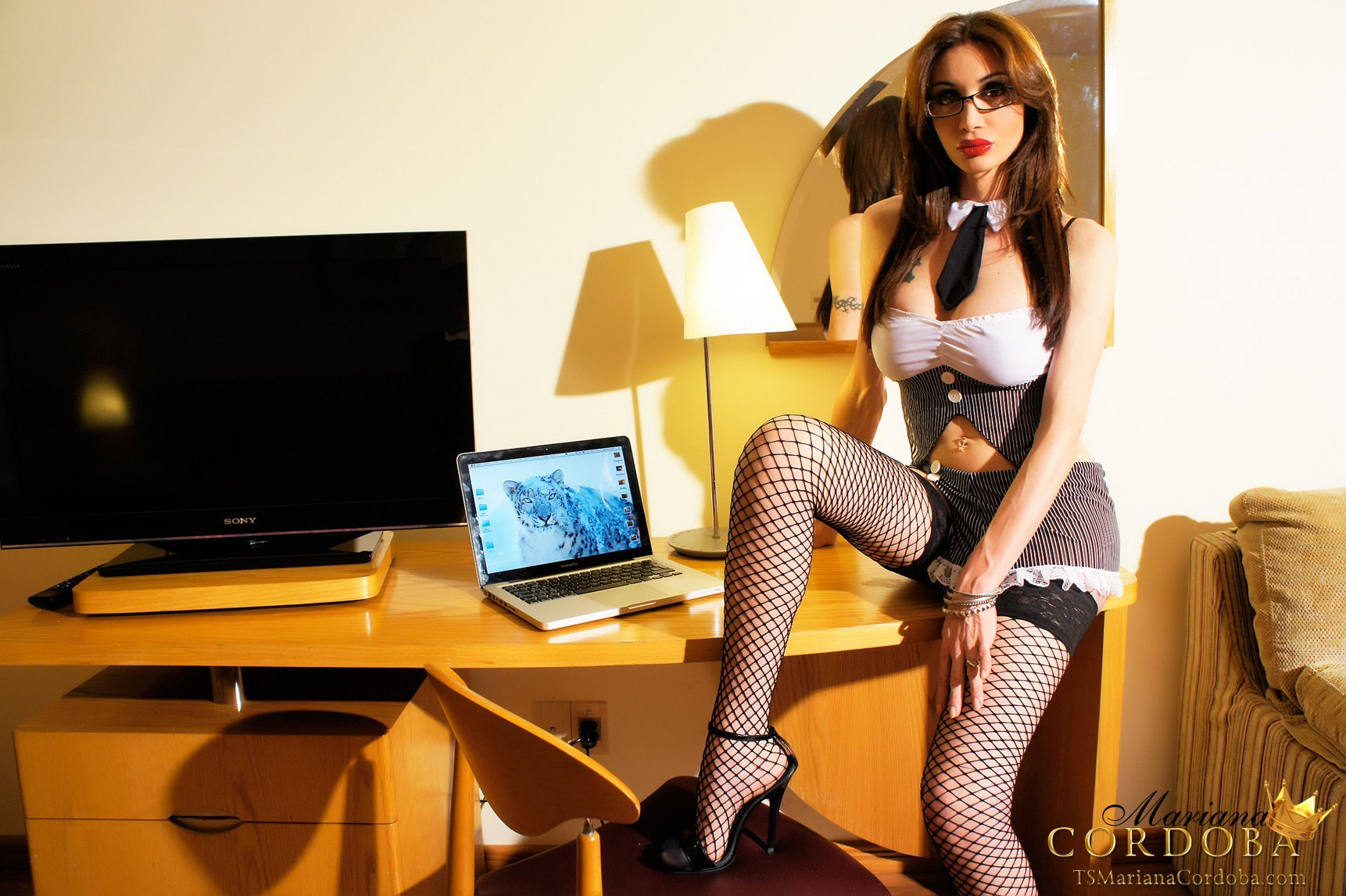 Sensuous Tgirl Mariana Cordoba In Fishnets And Glasses