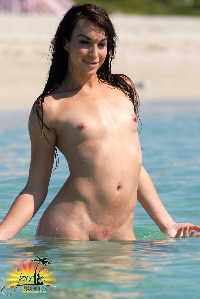 Suggestive Transsexual Jonelle Posing In The Water