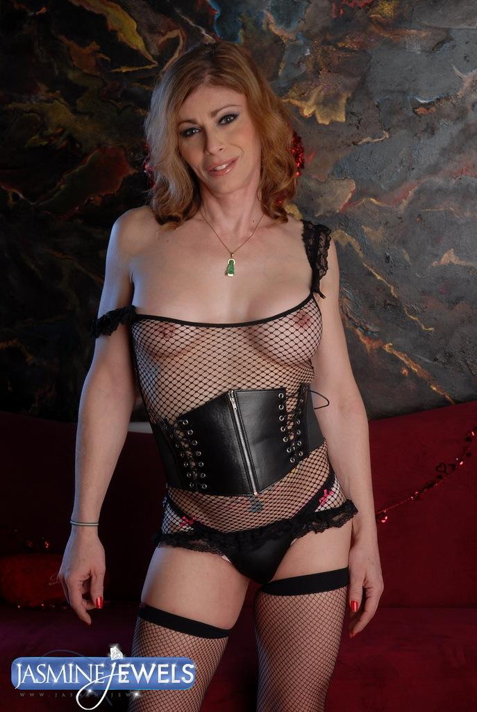 Suggestive TS MILF Jasmine Jewels Posing Her Meaty Thick Cock