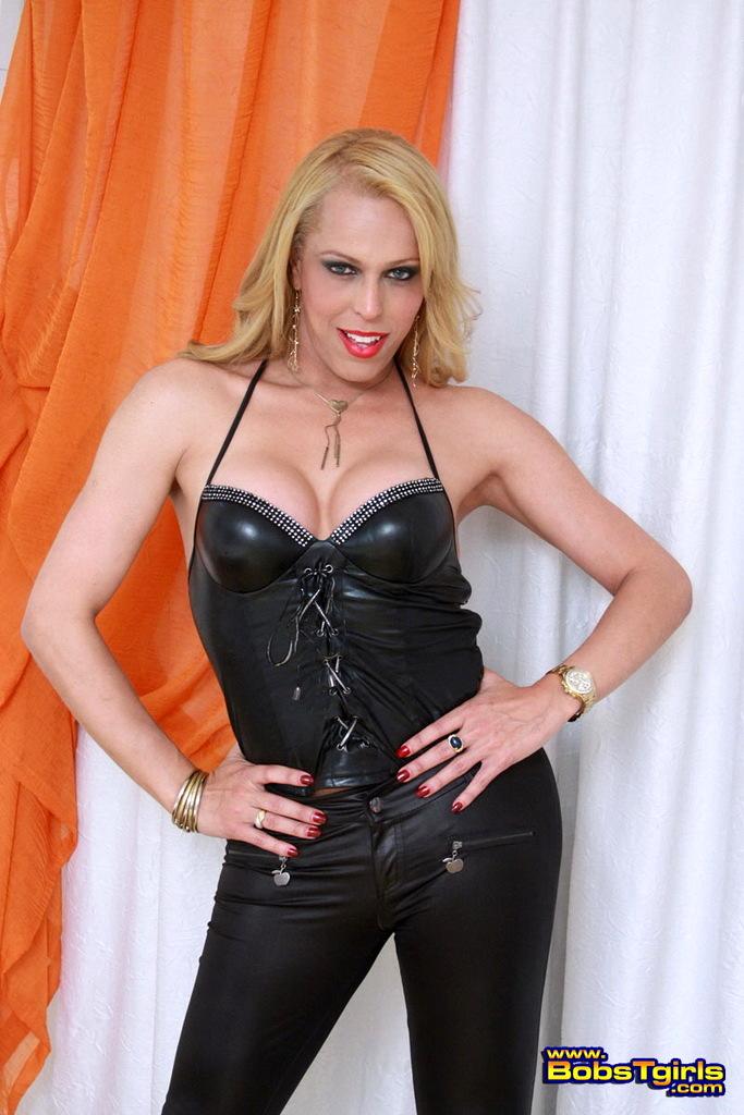 Titillating Fernanda Keller Stripping On Bed