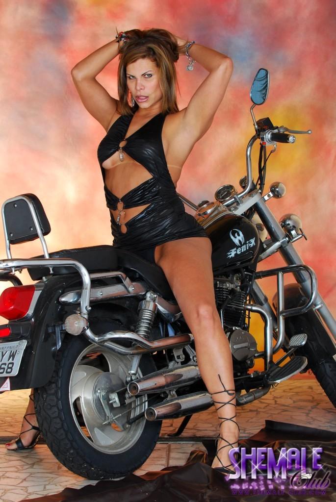Transsexual Viviane Posing Her Attractive Irresistible Body