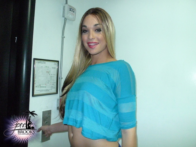 TS Jonelle Giving A A Blowjob In The Elevator